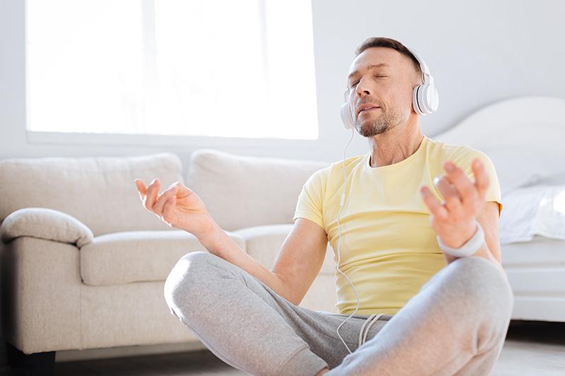 L'entraînement invisible consiste en tout ce que les sportifs font en dehors de leur entraînement physique, du contrôle de l'alimentation au rendez-vous santé à la récupération physique après l'effort.