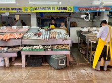 There are endless stalls like this, the seafood looks so good!