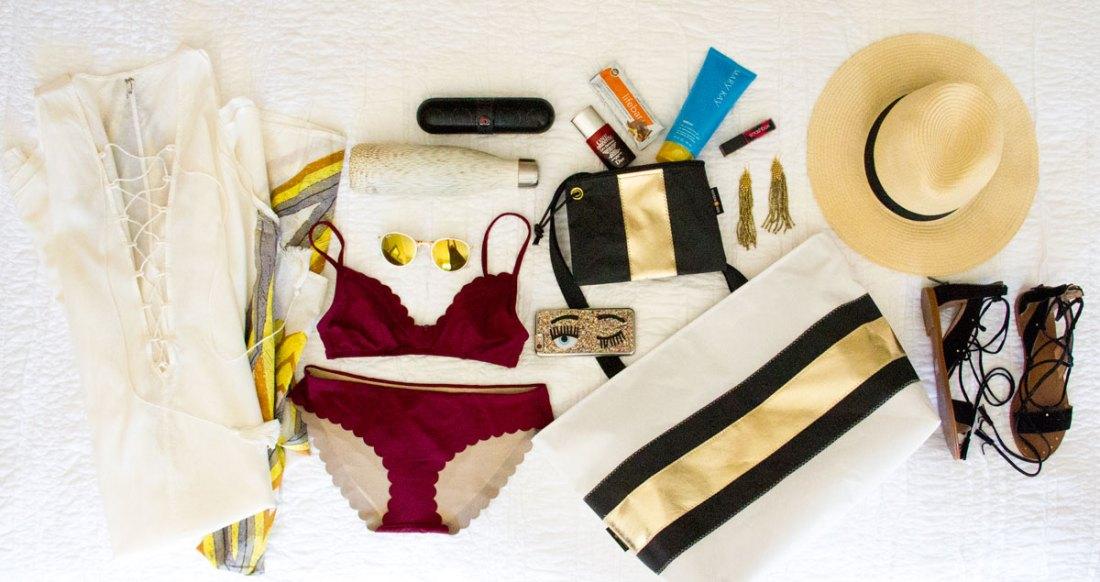 black and white beach bag - dallas mommy blogger - beach essentials