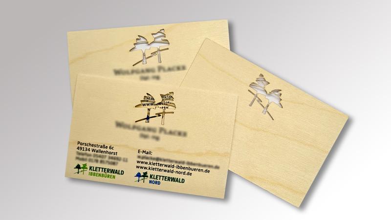 Visitenkarten aus Holz mit Laserstanzung