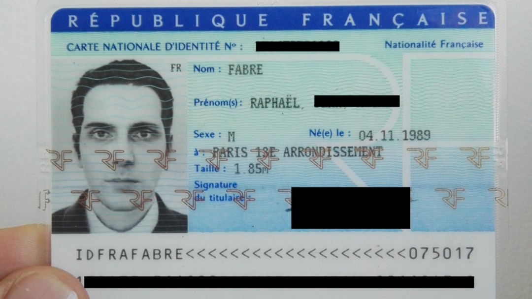 Raphael Fabre - CNI - source: https://www.raphaelfabre.com/#cni