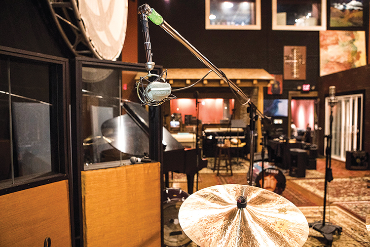 Producer Brendan O'Brien brought his personal set of Neumann U67 large-diaphragm microphones to use as overheads, placed on either side of Dailor's kit.