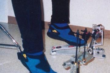 Heel-up drum foot technique on pedals
