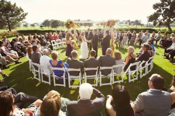Outdoor-Wedding-Ceremony-In-The-Round-600x400