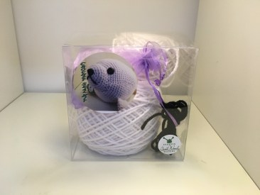 Kit to crochet a baby seal