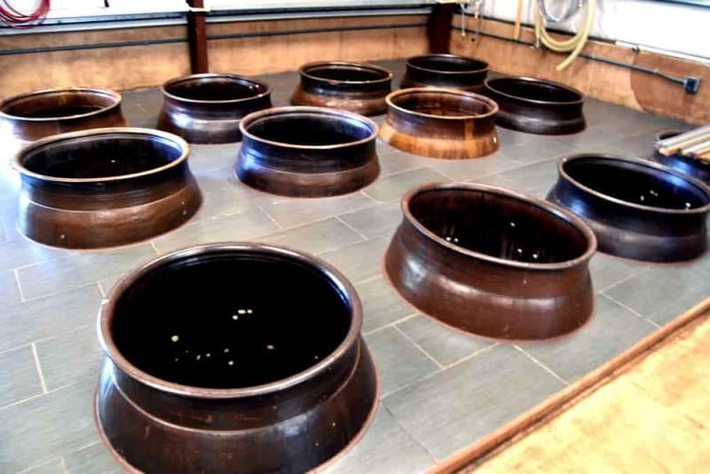 Pots containing liquid