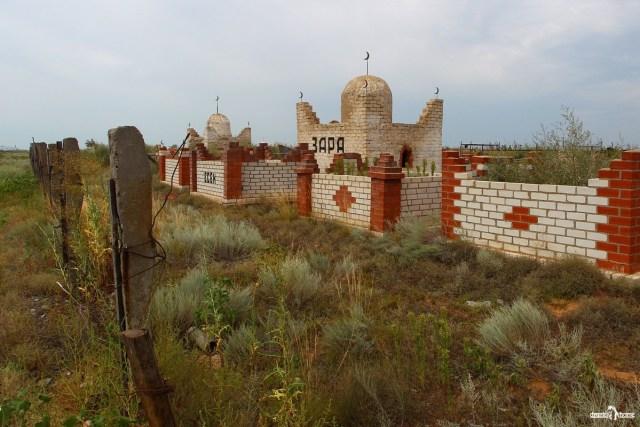 казахское кладбище