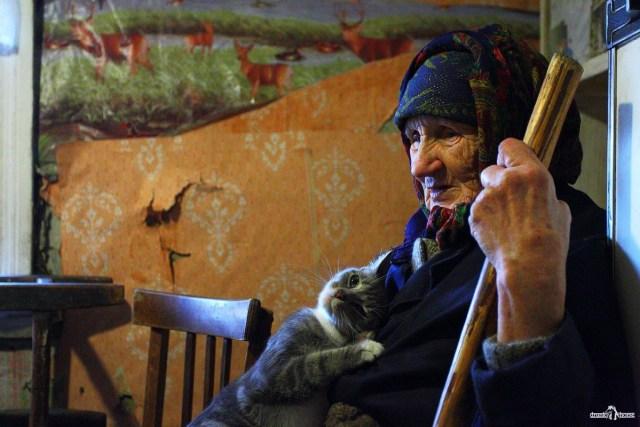 Портрет женщины с котом. Деревня