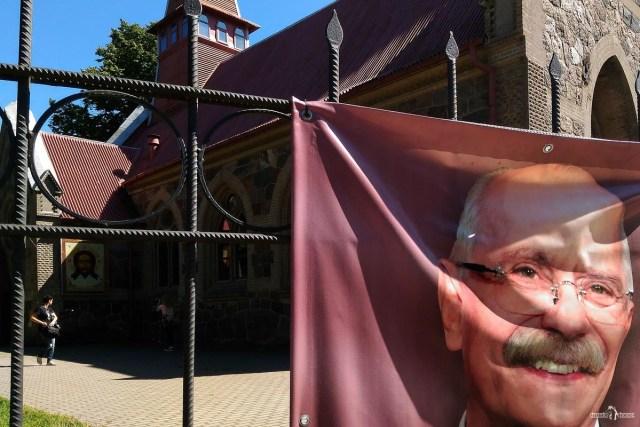 Янтарное дерево в Янтарном. Церковь Кзанской Божией Матери. Янтарный