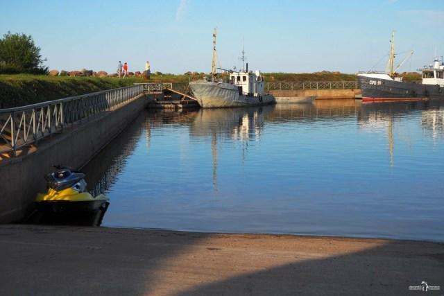 Бетонный спуск для катеров и лодок в бухту