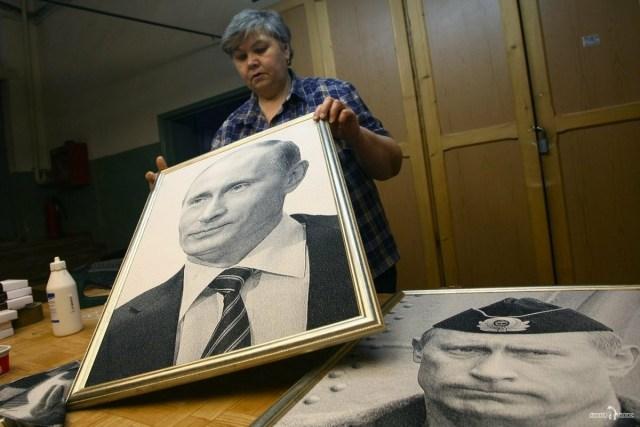 Гобелен с портретом Президента в рамке