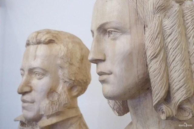 Бюсты Н. Гончаровой и А. Пушкина
