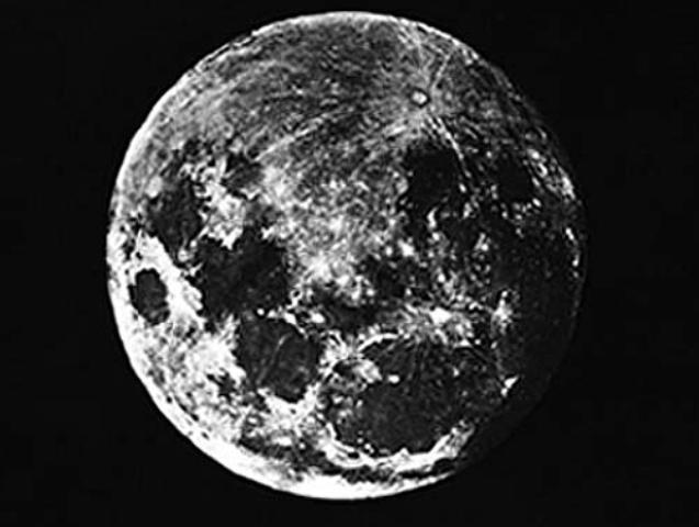 Resultado de imagen para primer foto de la luna