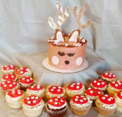 Deer Smash Cake & Toadstool cupcakes