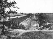 Logor Jasenovac, gradnja nasipa i odteretnog kanala