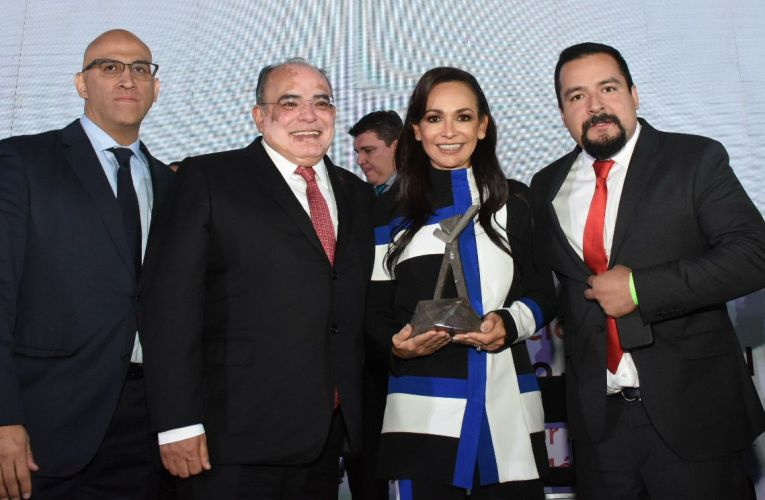 Laura Fernández recibe premio nacional a la mejor gestión municipal de México 2019
