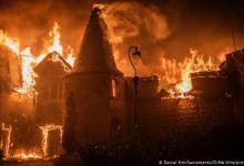 Photo of Miles huyen del fuego que arrasa con casas y viñedos de California