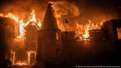 Photo of Miles huyen del fuego que arrasa con casas y viñedos de California