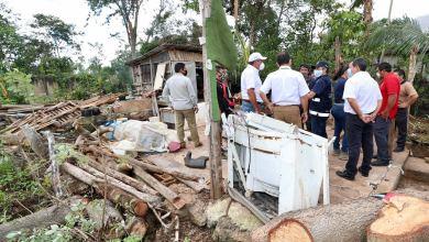 """Photo of Verifica Carlos Joaquín afectaciones del huracán """"Delta"""" en Leona Vicario, Puerto Morelos"""