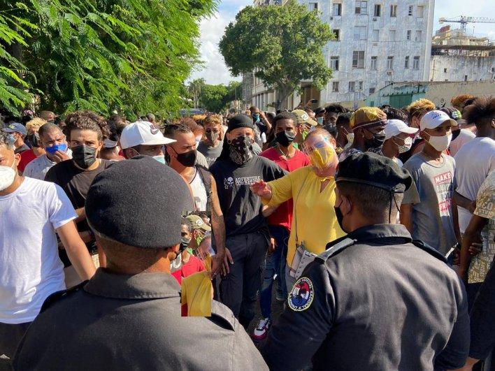 Manifestantes intentaron dialogar con la Políca, pero la orden del régimen fue reprimir