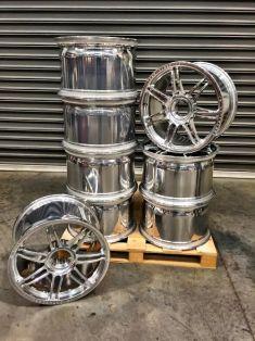 Vibratory isotropic Finishing Car wheels.