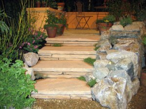 Arizona flagstone steps with Napa basalt cheekwall