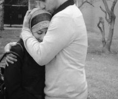 muslim hugging