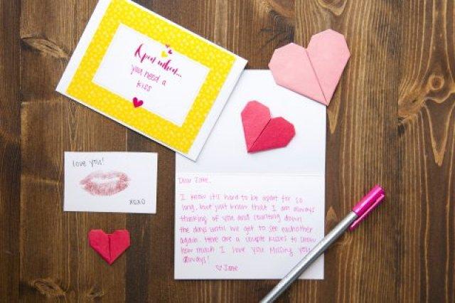 Hasil gambar untuk note kecil berisi tulisan manis untuk pasangan