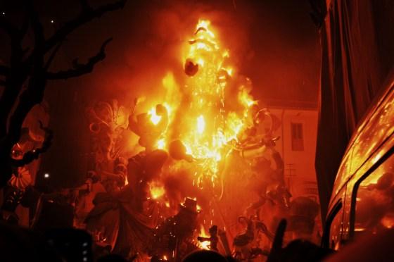 [2/3] 天より火の粉が降り注ぎ地上に花が咲き乱れる街VALENCIAへいってきた – LAS FALLAS Y OFRENDA DE LAS FLORES