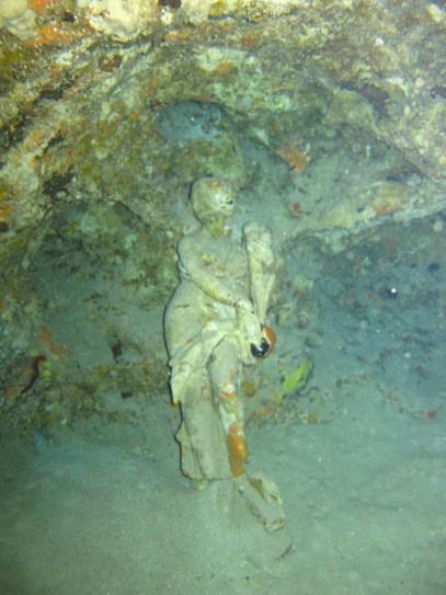 mystérieuse statut dans la grotte de la baie du Diamant- DSC club de plongée