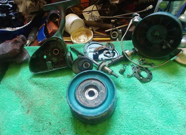 penn 704 reel, surf fishing, reel collecting, yard sale finds, delaware, penn reels, spin fishing reel