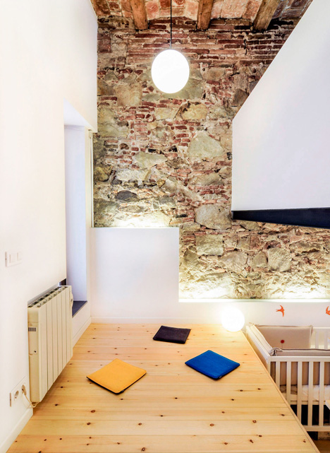 dezeen_renovation-of-an-apartment-in-barcelona-by-carles-enrich_3