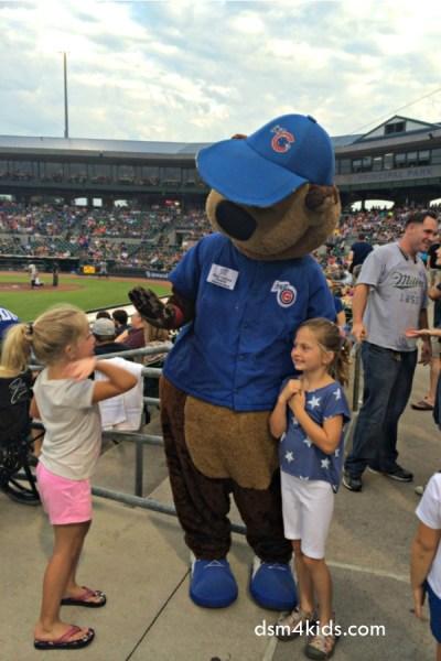 Tips 4 Family Fun at an Iowa Cubs Baseball Game – dsm4kids.com