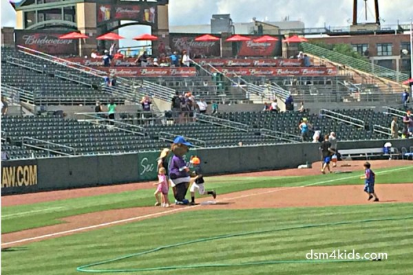 Tips 4 Family Fun at an Iowa Cubs Baseball Game – dsm4kids.com