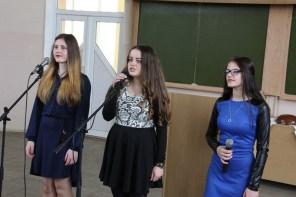 Поезію виконують студенти Оксана Прокопик, Світлана Чопик, Іванна Гряділь