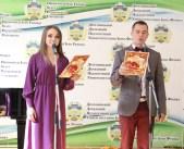 Ведучі заходу Христина Флешко та Андрій Василів