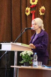 Виступає з доповіддю доктор філологічних наук,проф. Ірина Фаріон (Львів)