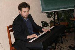 Музичне вiтання студента IММ Eвгена Совяка