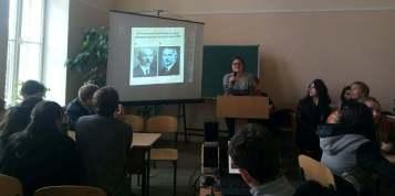Лiдiя Мазурчак демонструє фото-запитання