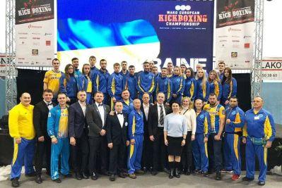 Збiрна України з кiкбоксiнгу (Мар`ян Гуржiй у верхньому ряду 14 злiва направо)