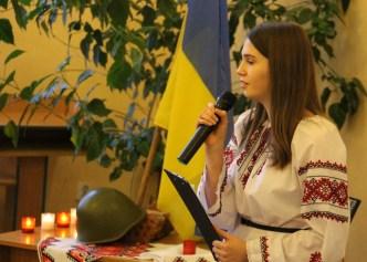 Декламує вірші Софія Швед