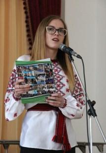 Поезію «До Основ'яненка» читає студентка філологічного факультету Соломія Кицун