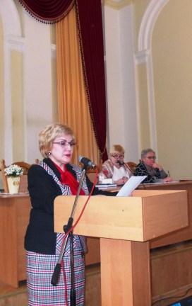 Доповідає голова профкому працівників доцент Олена Куцик