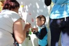 Наймолодший учасник проекту під час реалізації творчого задуму