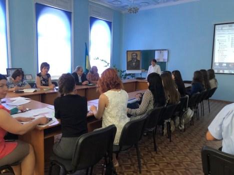Урочисто вiдкриває семiнар декан біолого-природничого факультету доцент Свiтлана Волошанська