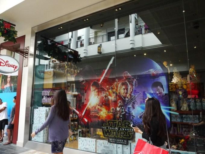 DisneyStore-02