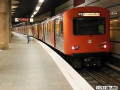 Steinstraße hieß es dann abwarten auf den Gegenzug. DT2 777 am Ende des Zuges 752/753/767/777 nach Wandsbek-Markt.