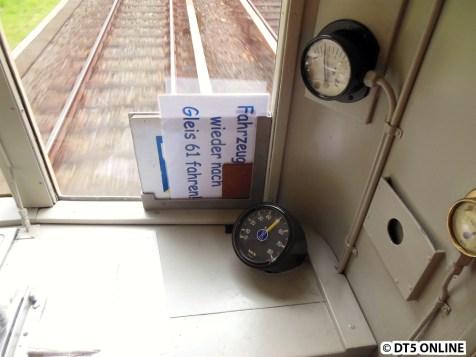 """Tacho und Linienschilder. Aber die Linie """"Fahrzeug wieder nach Gleis 61 fahren"""" ist mir noch unbekannt."""