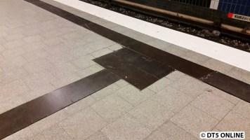 Burgstraße sind bereits die Blindenleitstreifen... ausgesägt.