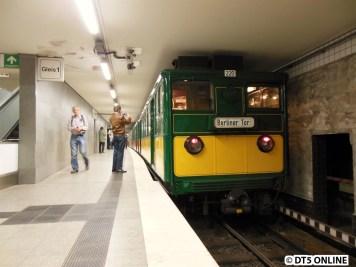 Am Zugende bleibt Berliner Tor stehen. Es geht nach Barmbek weiter, doch als ich mit dem nachfolgenden Zug ankam, war er nirgends mehr zu sehen.